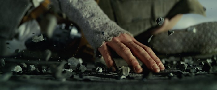 star-wars-the-last-jedi-trailer-1-reys-hand_039aef3a